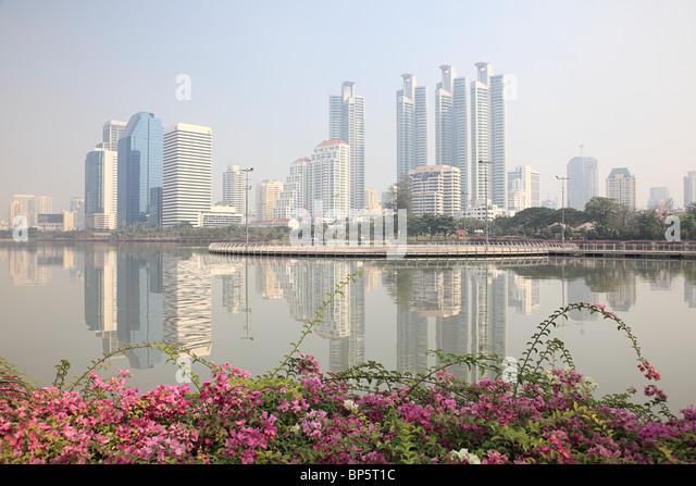 Lake and high rise buildings in bangkok - Stock Image