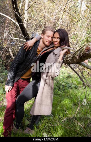 Man leaning on women against a tree. - Stock-Bilder