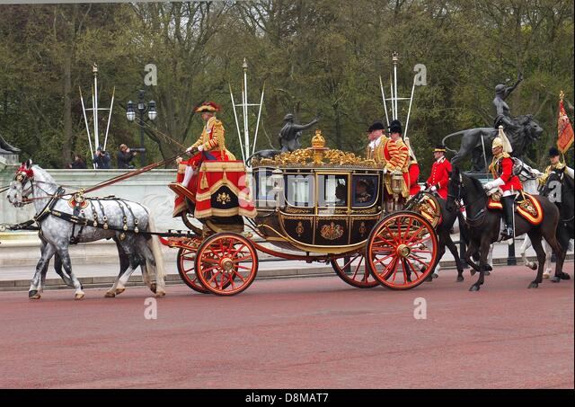 The Queen Elisabeth II. returns to Buckingham Palace after the Queen´s Speech at the State Opening of - Stock Image