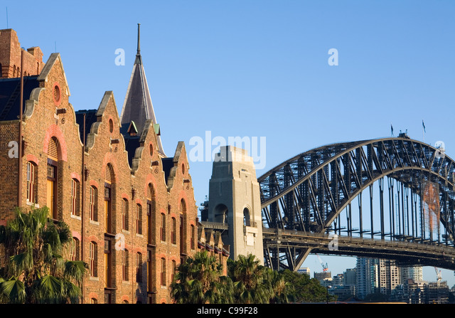 The architecture of the Australasian Steam Navigation Co. building and Harbour Bridge.  Sydney, New South Wales, - Stock-Bilder