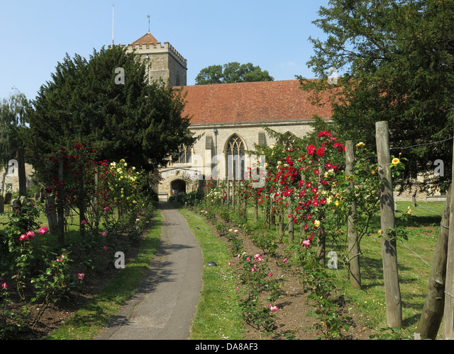 Garden & Graveyard of Beautiful Dorchester On Thames Abbey Church of St Peter & St Paul - Stock Image