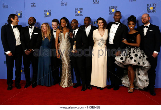 Cast and crew of 'Moonlight' poses backstage with their award for Best Motion Picture - Drama at the 74th - Stock-Bilder