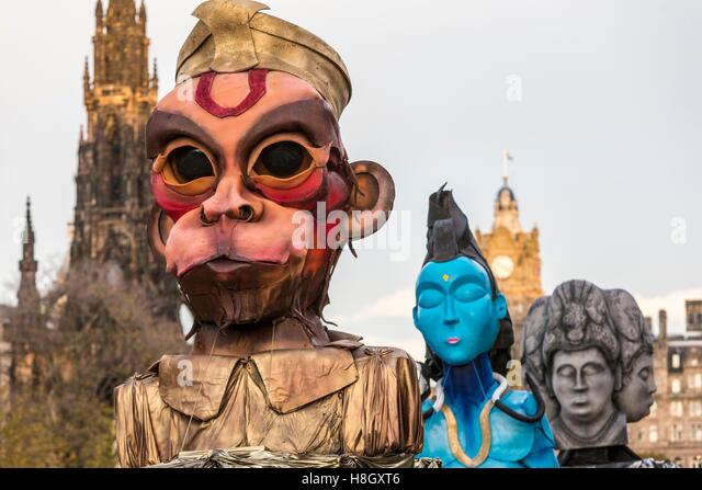 Edinburgh, UK. 13th Nov, 2016. The Edinburgh Diwali celebration culminates in a procession from the City Chambers - Stock-Bilder