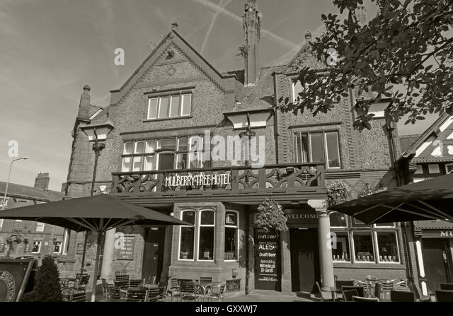Mulberry Tree Pub,Stockton Heath,South Warrington,Cheshire,England,UK B/W - Stock Image