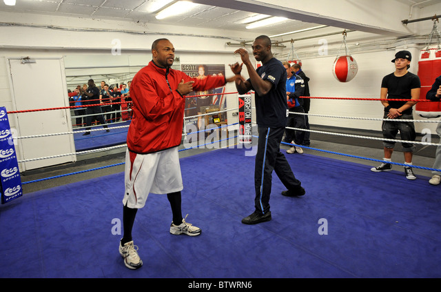 Boxer Roy Jones Jr sparring at a boxing gym in Brighton - Stock Image