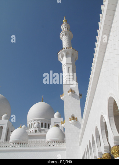 Minarett, dome and walkway at Sheikh Zayed Bin Sultan Al Nahyan Mosque, Abu Dhabi - Stock Image