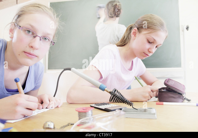Students working in technology lab - Stock Image
