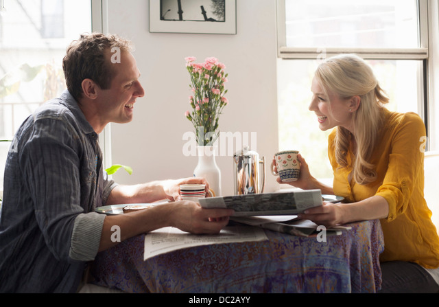 Couple reading papers together - Stock-Bilder