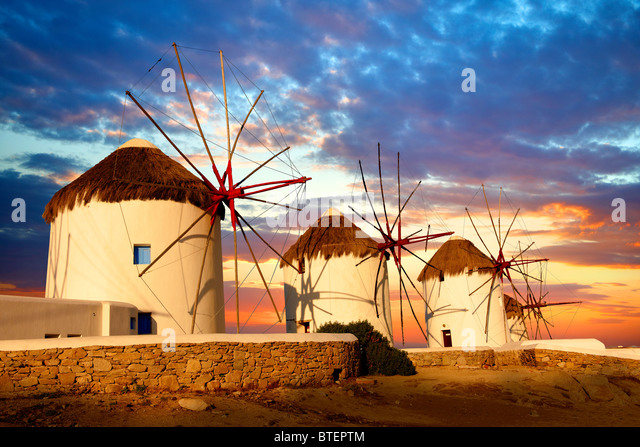 Sunset over the traditional Greek windmills of Mykonos Chora. Cyclades Islands, Greece - Stock-Bilder