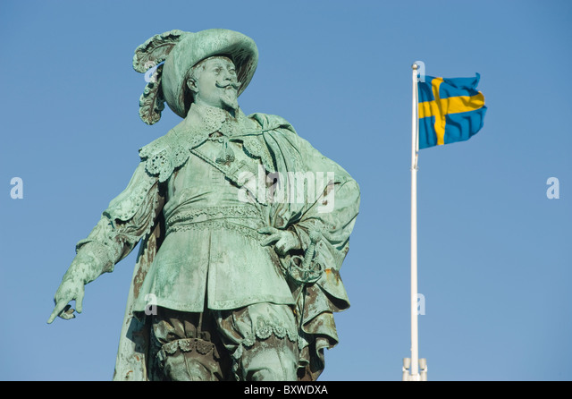 Statue of King Gustavus Adolphus of Sweden, in Gustavus Adolphus Square, with the Swedish flag, Gothenburg, Sweden. - Stock Image