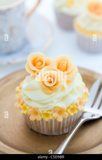 Golden rose cupcake - Stock Image
