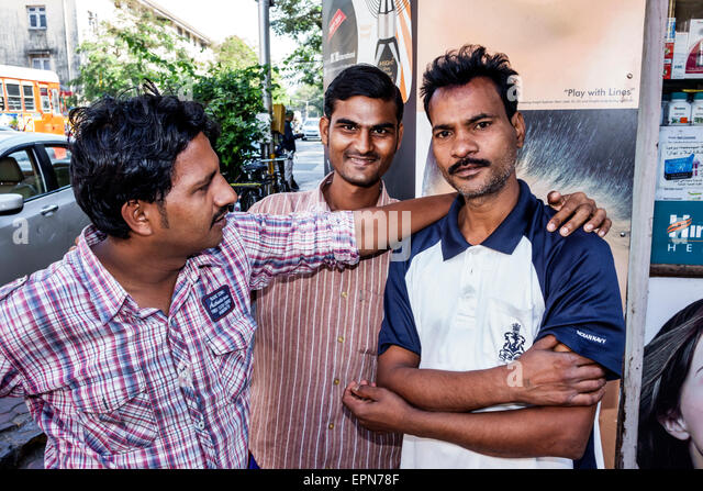 India Asian Mumbai Apollo Bandar Colaba Indumati Sakharkar Marg Causeway Market man friends - Stock Image