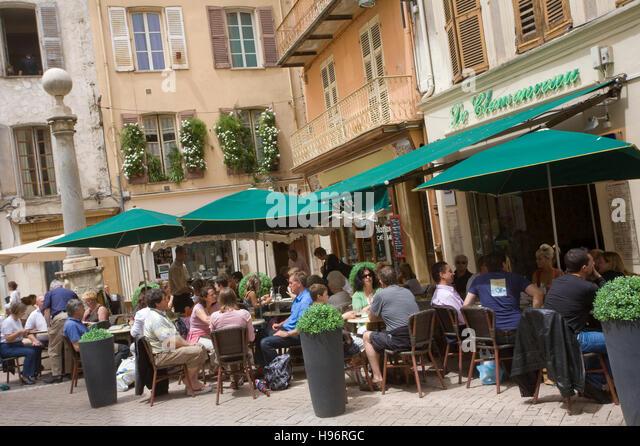 Cafés, restaurants in the Rue Clemenceau, Rue Thuret, historic centre, Antibes, Cote d'Azur, France - Stock Image