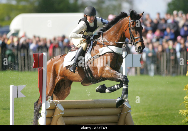Champion Pippa Funnell rides Primmore s Pride through the lake at Badminton Horse Trails May 2005 - Stock Image