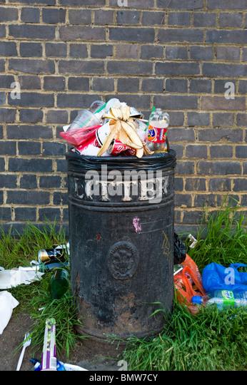 Overflowing litter bin, London, England, UK - Stock Image