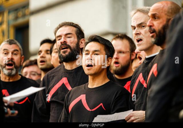 San Francisco, California, USA. 27th Nov, 2013. The San Francisco Gay Men's Chorus performs during a candlelight - Stock Image