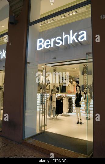 Inditex group stock photos inditex group stock images for Bershka via indipendenza bologna