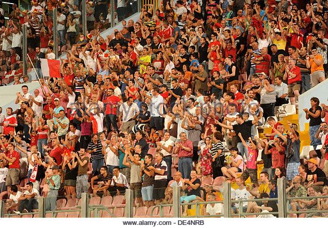 World Cup Qualifier Malta vs Denmark 6th September 2013 Ta'qali Malta Maltese fans celebrate the equalizer - Stock-Bilder