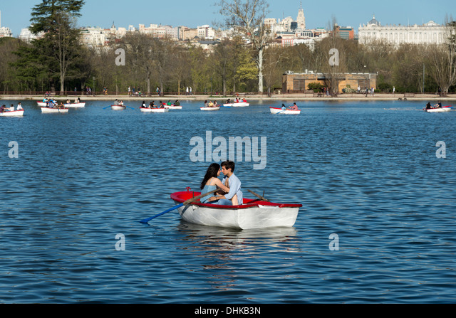 Young couple in the boating lake in Casa de Campo, Madrid, Spain - Stock Image