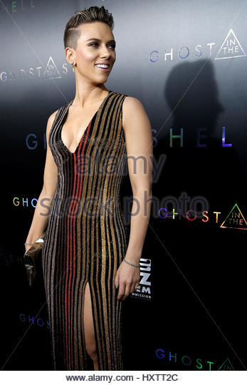 Actor Scarlett Johansson poses as she arrives for the premiere of the film 'Ghost In The Shell' in New York - Stock Image