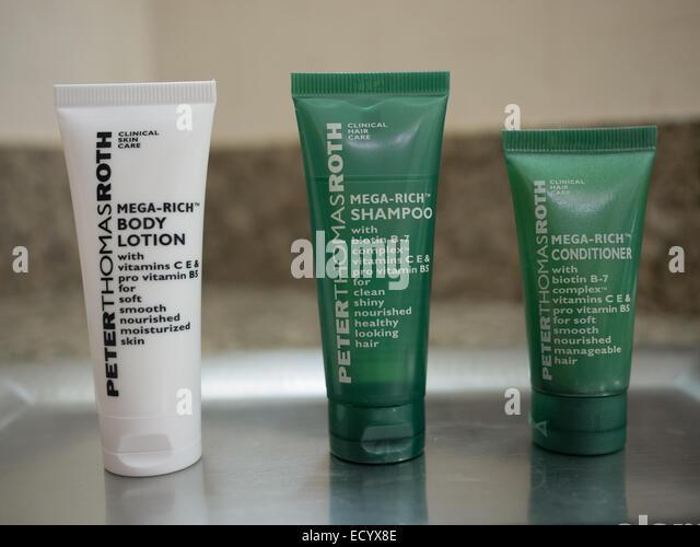 hotel amenity travel size body lotion shampoo conditioner - Stock-Bilder