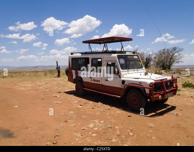 A Land Rover on safari in the Masai Mara , Kenya , Africa - Stock Image