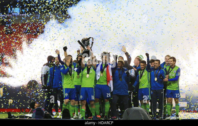Toronto, Canada. 10th Dec, 2016. Members of Seattle Sounders FC celebrate during the awarding ceremony of the 2016 - Stock-Bilder