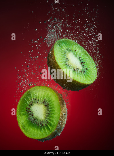 Beautiful kiwi close-up photo with carbon dioxide bubbles - Stock Image