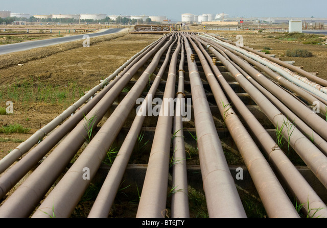 Oil pipelines in Bahrain - Stock Image