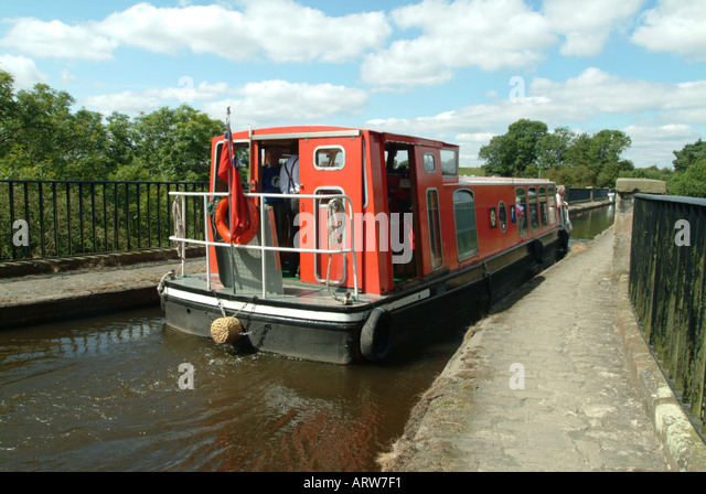 A narrow boat on the aqueduct over the river Almond in West Lothian Scotland - Stock Image