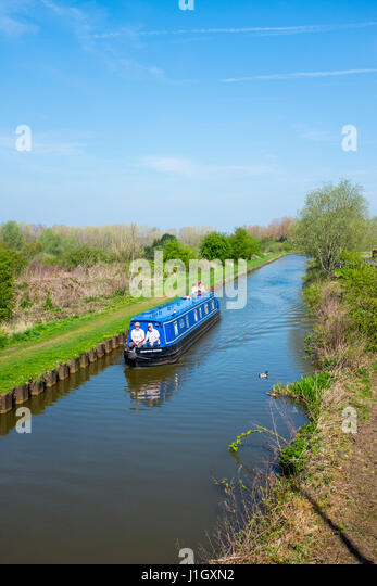 Trent and mersey canal boat stock photos trent and for Cheshire bridge motor inn