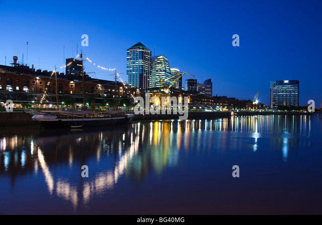 Argentina, Buenos Aires, Puerto Madero, highrise buildings, dusk - Stock Image