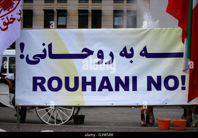 'Rouhani No!' - Protestplakat gegen Hassan Rohani (Iran), Berlin-Mitte. - Stock Image