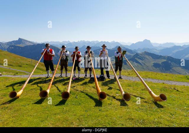 Alphorn players, Diedamskopf, Schoppernau, Bregenzerwald, Bregenzer Wald, Vorarlberg, Austria - Stock-Bilder