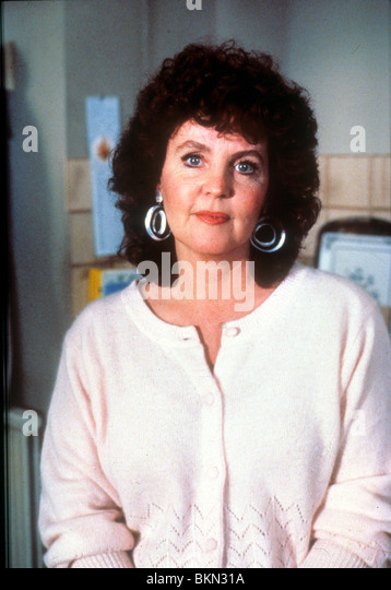 SHIRLEY VALENTINE (1989) PAULINE COLLINS SHV 056 - Stock Image
