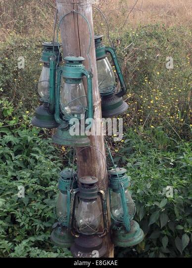 India, Maharashtra, Garhchiroli, Chandrapur, Tadoba Andhari National Park, Lamps hanging on stake - Stock-Bilder