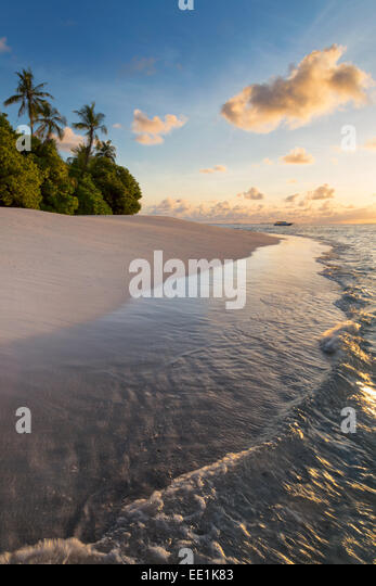 Morning light on a deserted beach on an island in the Northern Huvadhoo Atoll, Maldives, Indian Ocean, Asia - Stock Image
