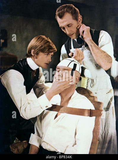 SIMON WARD & PETER CUSHING FRANKENSTEIN MUST BE DESTROYED (1969) - Stock Image