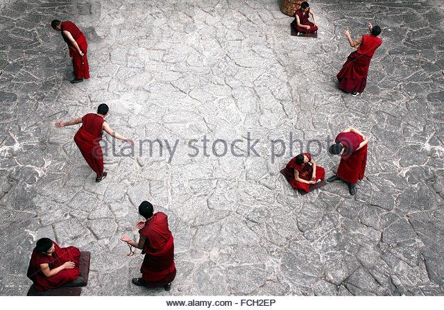 Tibetan buddhist monks debating in Jonkhang temple near Lhasa - Stock Image