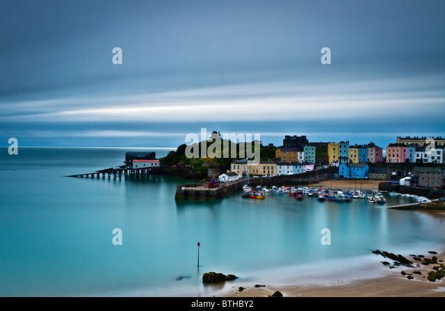 A long exposure of Tenby Harbour at Dawn - Stock-Bilder