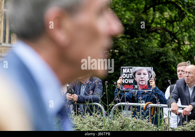 London, UK. 9th June, 2017. Anti Theresa May protester displays placard demanding her resignation while Conservative - Stock Image