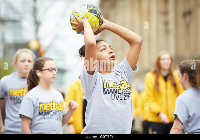 Netball Manchester Live in Manchester city centre. Helen Housby masterclass in St Ann's Square Sporting sports - Stock Image
