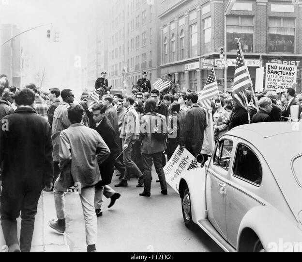 Pro Vietnam war supporters on the streets of New York. Photo by Matthew Black, 1967 - Stock Image