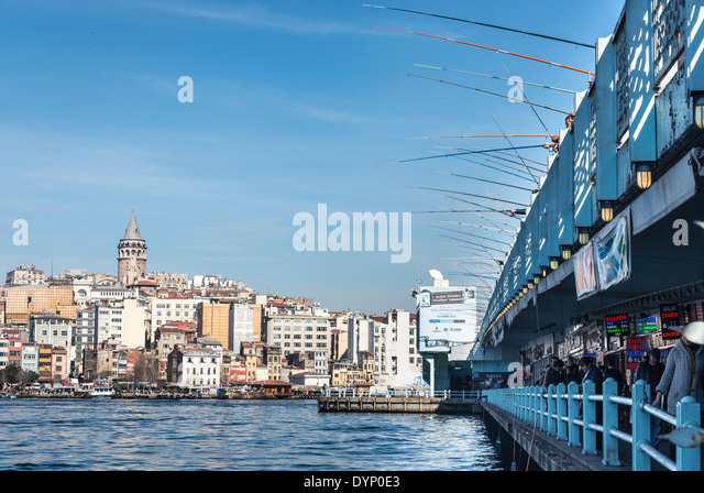 View from Eminonu across the Golden Horn and Galata bridge to Galata tower and Beyoglu, and Karakoy, Istanbul, Turkey. - Stock Image