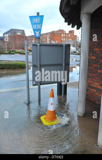 Staines, Surrey, UK. 10th February 2014. Water overflows into the Riverside Car Park in Staines as the River Thames - Stock Image