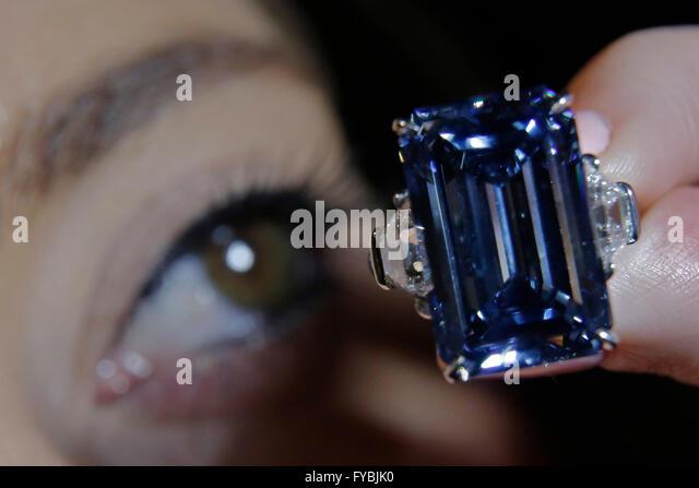 London, UK. 25th April, 2016. A Christie's employee views the Oppenheimer Blue, 14.62 carat diamond that has - Stock Image