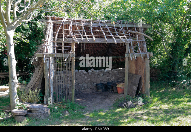 A 'wattle and daub' hut, a medieval structure being built by the National Trust & Dorset Buildings Group, - Stock Image
