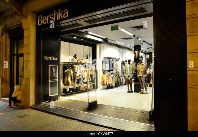 Bershka stock photos bershka stock images alamy for Bershka via indipendenza bologna