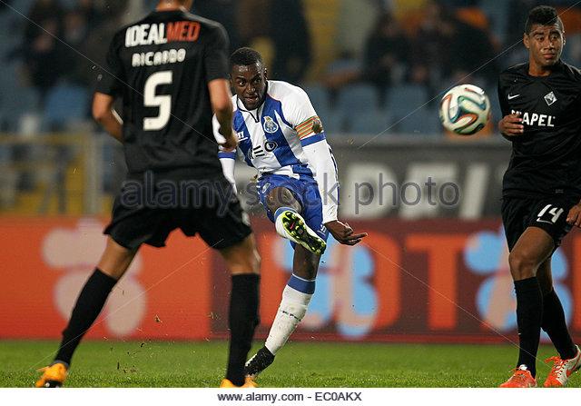 PORTUGAL, Coimbra: Porto's Colombian forward Jackson Martinez (C) score the second goal during Premier League - Stock Image