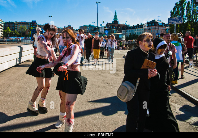 People dressed up as zombies and walking at Slussen in Stockholm on May 30 in 2009 during horror masquerade event - Stock Image